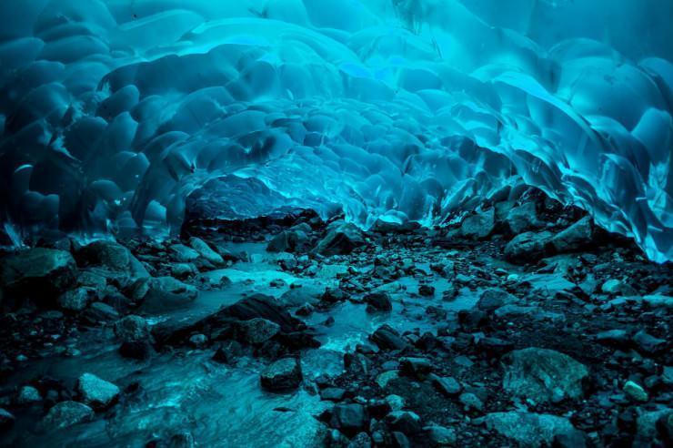 غارهای یخی شکننده آلاسکا