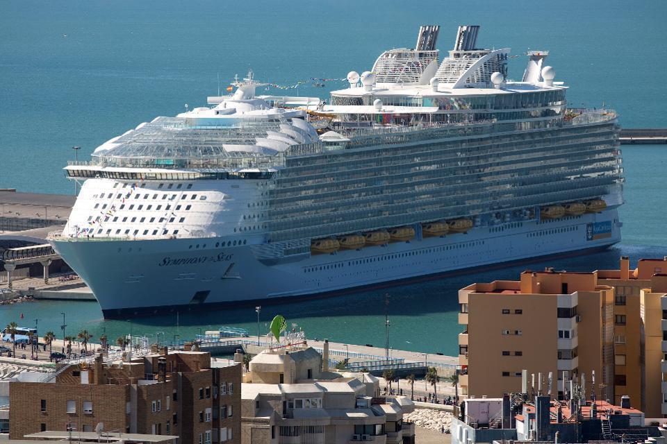 بزرگترین کشتی کروز دنیا سفر خود را آغاز نمود