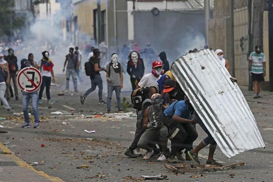 بولتون سرکرده تیم ب پشت سر عملیات لیبرتاد در ونزوئلا