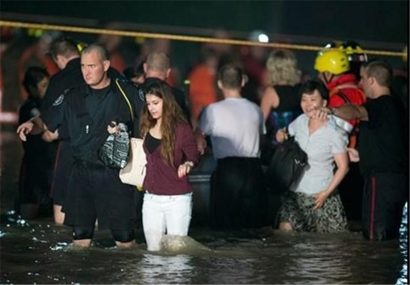 طوفان موجب هرج و مرج گسترده در سراسر شهر تورنتو شد
