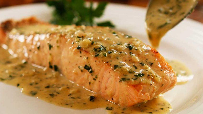 طرز تهیه ماهی سالمون با سس خامه ترش