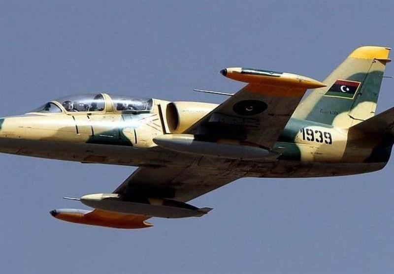 حمله جنگنده های حفتر به دو فرودگاه در غرب لیبی