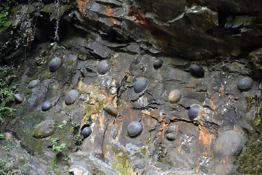 صخره عجیب و غریب چینی که تخم می گذارد