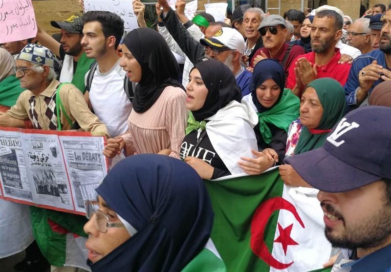 تظاهرات گسترده در الجزایر زیر باران شدید ، تاکید بر رفتن چهره های نظام گذشته