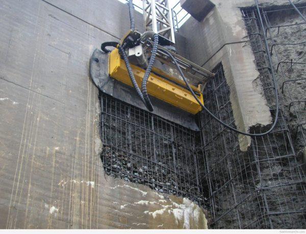 تخریب ساختمان توسط ربات بتن خوار