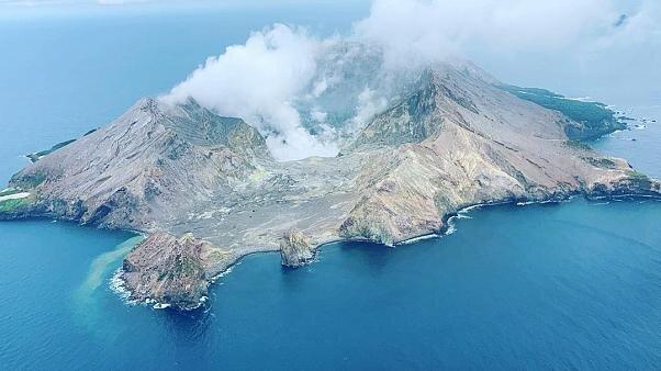 توقف عملیات امدادرسانی با تشدید فعالیت آتشفشانِ نیوزیلند