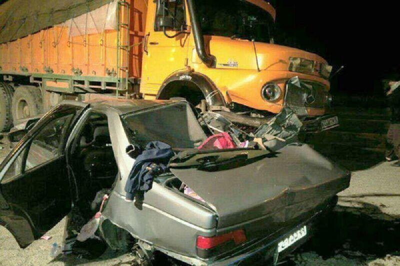 خبرنگاران تصادف پژو با کامیون در آبیک جان 6 را نفر گرفت