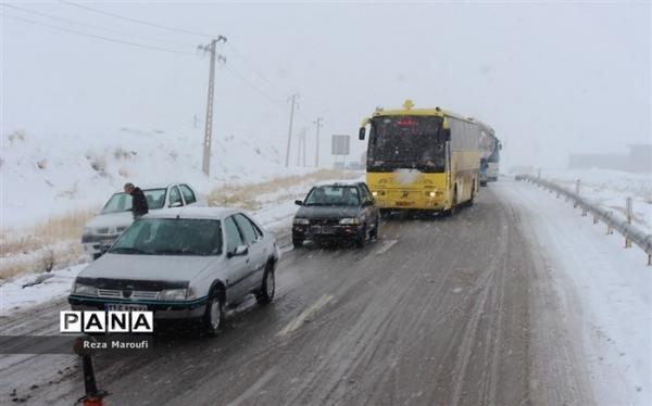 بارش برف و باران در جاده های 15 استان