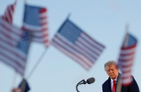 مشاور ترامپ گفت او برنامه ای برای تشکیل یک حزب سیاسی جدید ندارد