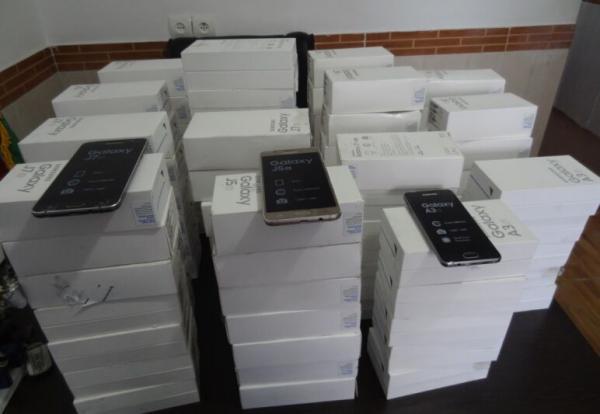 خبرنگاران محموله چهار میلیارد ریالی تلفن همراه و تبلت قاچاق در مرز بانه کشف شد