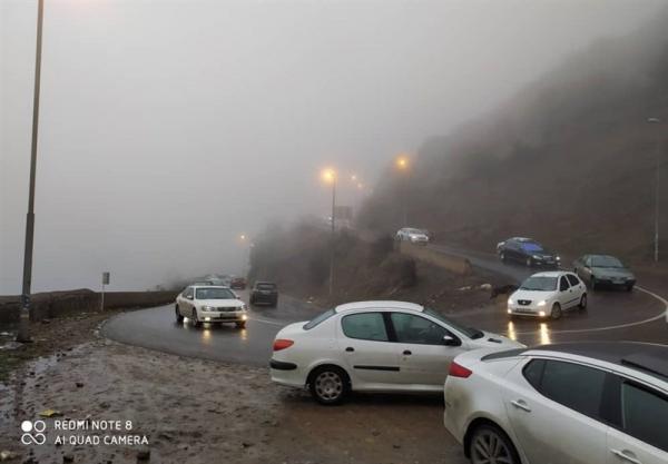شرایط راه های کشور، ترافیک سنگین در جاده چالوس، تردد روان در محورهای هراز و فیروزکوه خبرنگاران