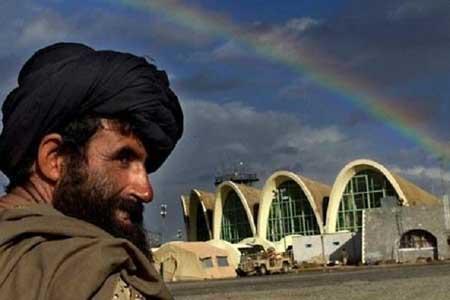 طالبان فرودگاه قندهار را با راکت هدف قرار داد